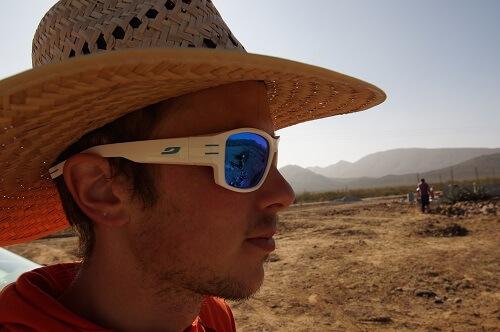 Een hoed beschermt tegen de hitte van de zon