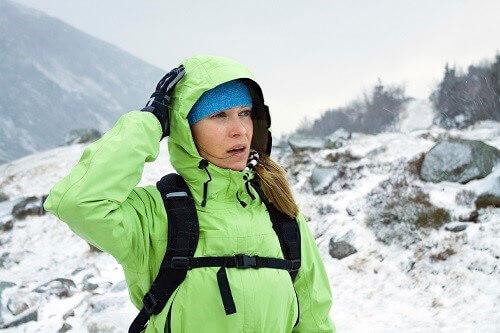 Zonder beschermende kleding leidt windchillvsnel tot onderkoeling